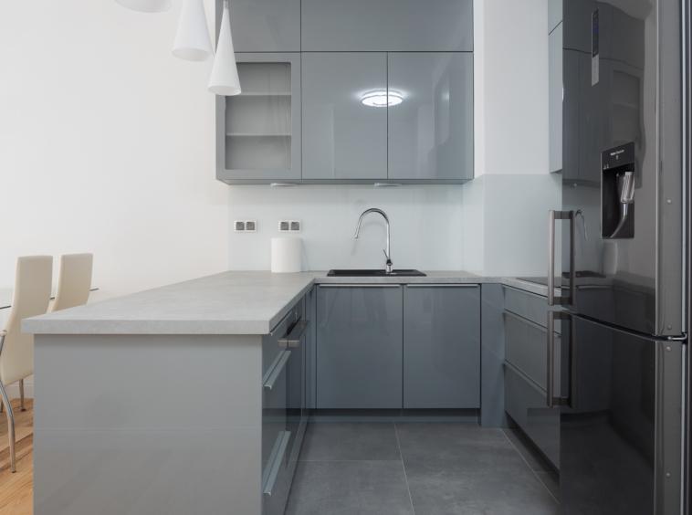 Dwupokojowy apartament do wynajęcia położony przy ul. Różanej na Starym Mokotowie - House of Warsaw Biuro Nieruchomości Premium